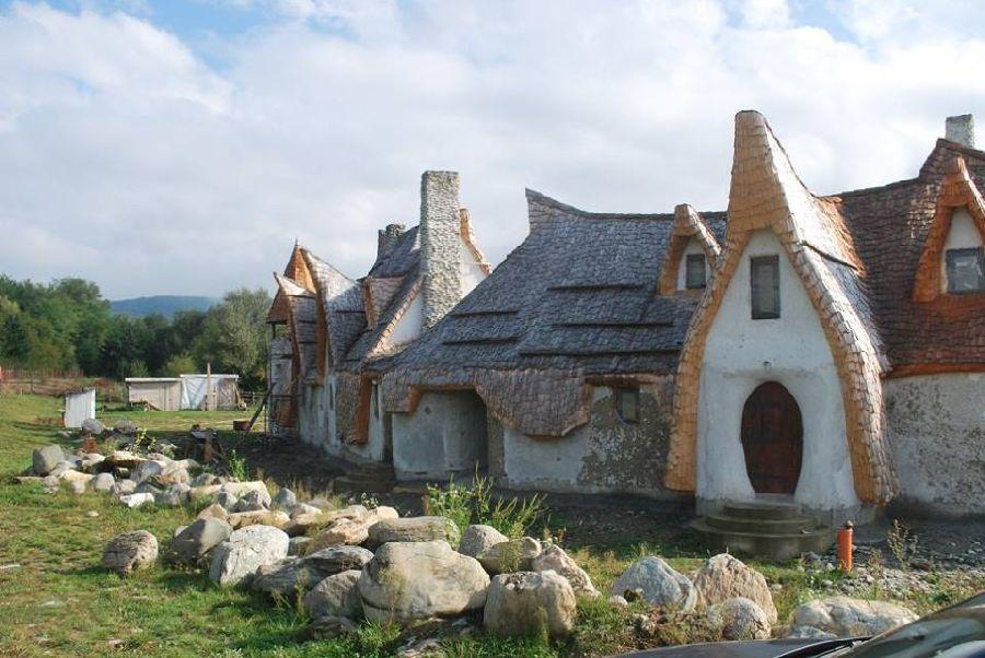 adelaparvu.com despre Castelul de Lut Valea Zanelor, Agroturistic Hotel, Romania, arhitectura Ileana Mavrodin (19)