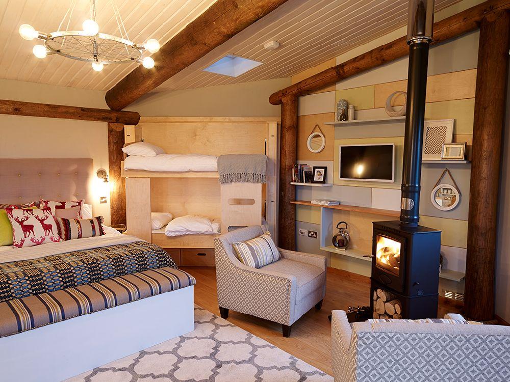 adelaparvu.com despre casuta de vacanta eco in Tara Galilor, Treberfedd Farm, design interior Cream and Black (29)