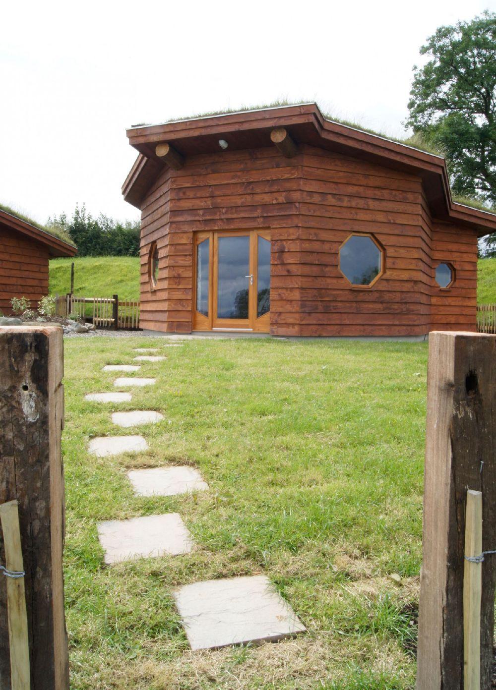 adelaparvu.com despre casuta de vacanta eco in Tara Galilor, Treberfedd Farm, design interior Cream and Black (7)