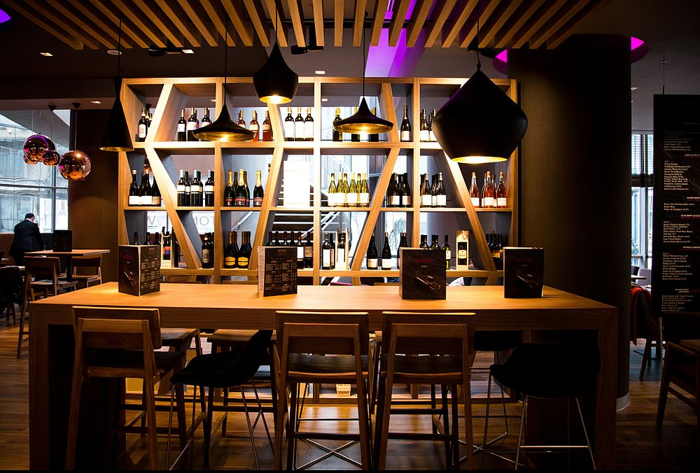 adelaparvu.com despre Winstone, restanurant de vinuri Hotel Novotel, Bucuresti (4)
