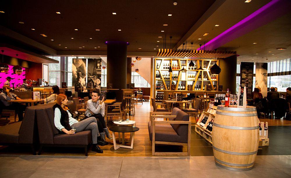 adelaparvu.com despre Winstone, restanurant de vinuri Hotel Novotel, Bucuresti (7)