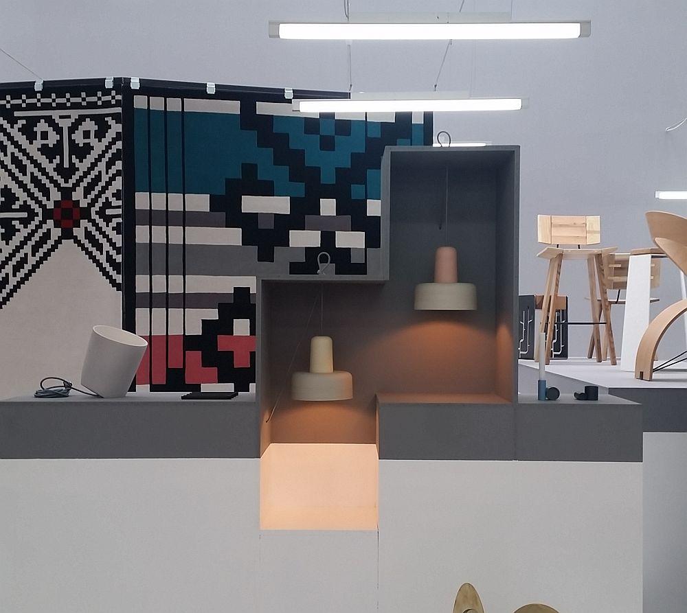 adelaparvu.com despre Romanian Design Week 2016, stanga Lampa On the edge, designerii Cosmin Cioroiu si Kathrine Lonstad, NoiDoi, dreapta Meld pendant lamp, design NoiDoi