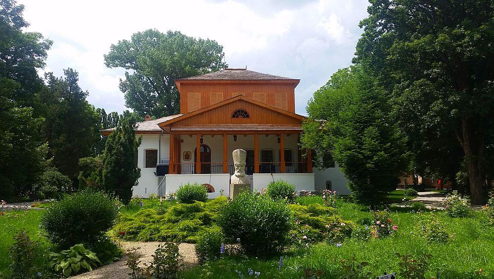 adelaparvu.com despre Conacul Golestilor, Muzeul Viticulturii si Pomiculturii, jud Arges, Romania(50)