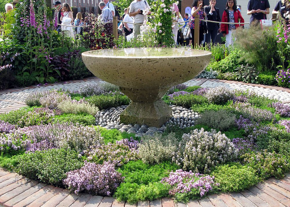 adelaparvu.com despre gradina cu plante medicinale, designer Jekka McVicar, A Modern Apothecary Garden, RHS Chelsea Flower Show 2016 (5)