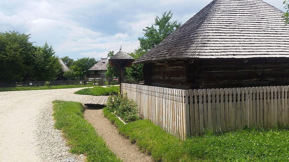 adelaparvu-com-despre-case-traditionale-romanesti-muzeul-viticulturii-si-pomiculturii-golesti-jud-arges-romania-foto-adela-parvu-18