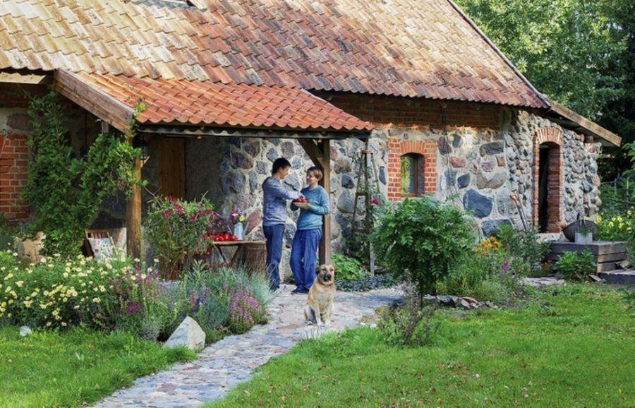 adelaparvu-com-despre-grajd-transformat-in-casa-polonia-foto-weranda-country-12