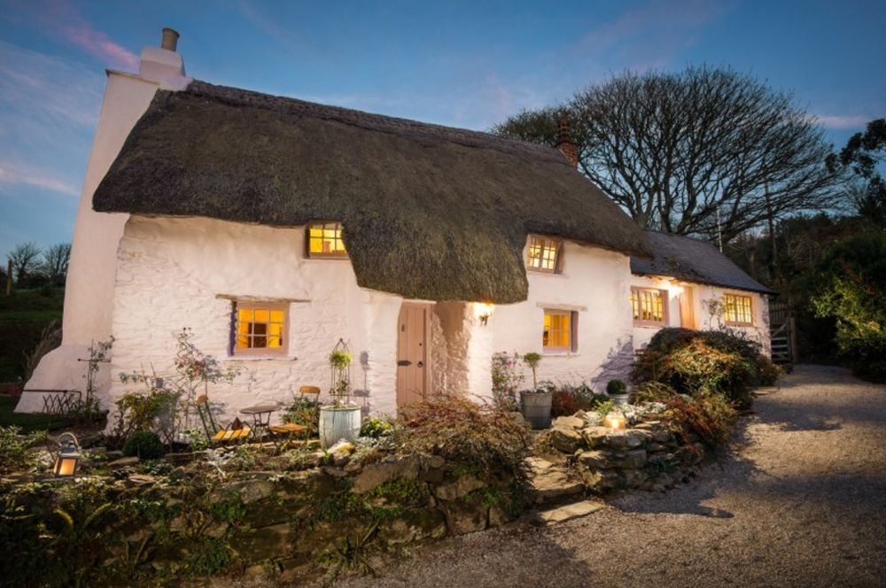 adelaparvu.com despre casa cu acoperis din stuf, casa UK, The Fable, Foto Unique Home Stays (1)