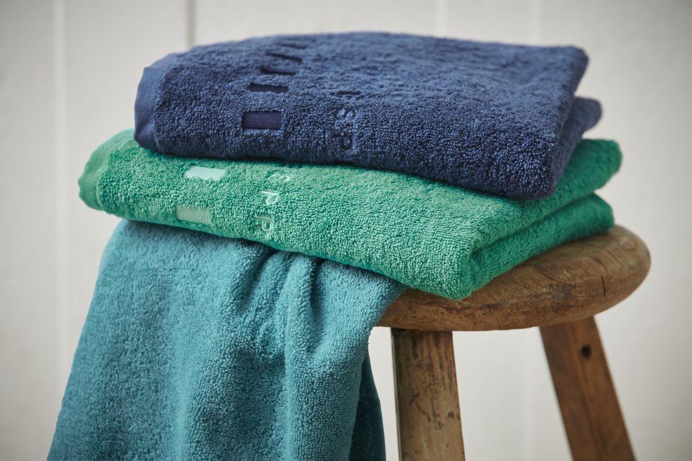 adelaparvu.com despre colorarea casei cu decoratiuni textile, Foto Kika prosoape Esprit