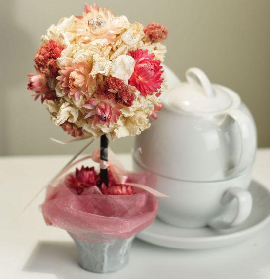 Aranjament in stil topiary cu flori conservate de la Flor de May