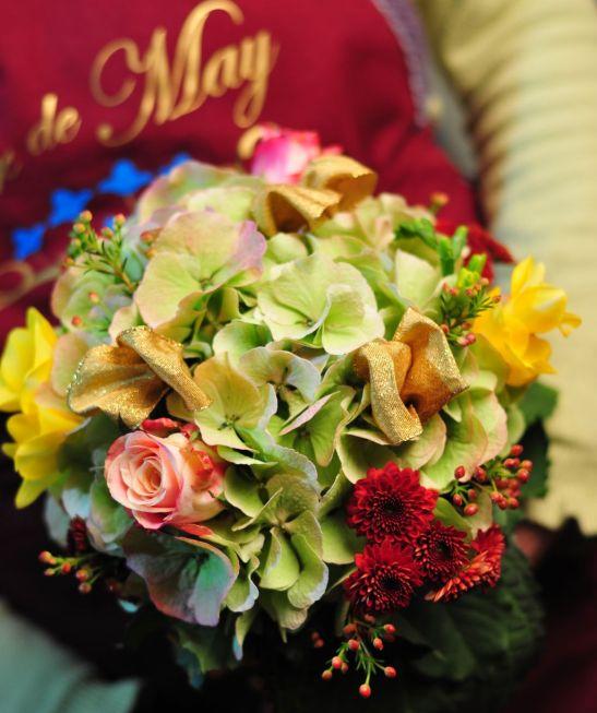 Buchet cu hortensii trandafiri si crizanteme de la Flor de May