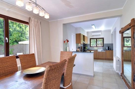 Dupa renovare sufragerie si bucatarie in vila cu exterior clasic