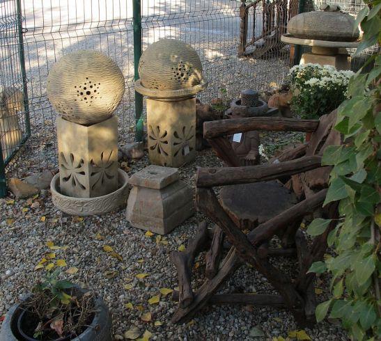 Decoratiuni din lemn si piatra pentru gradina