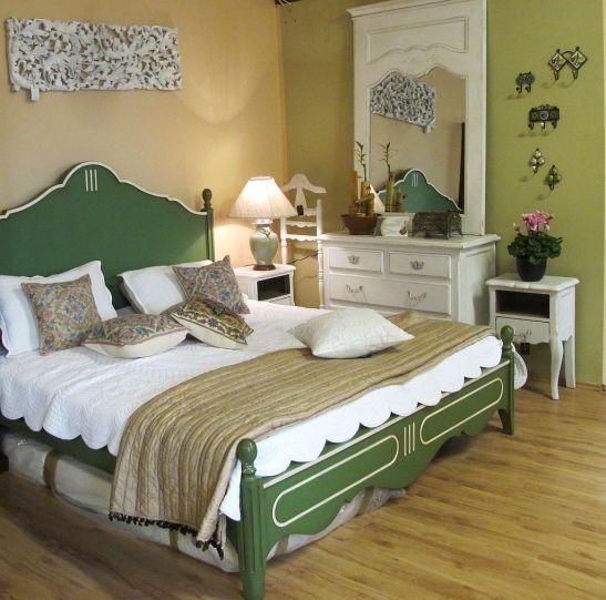 Mobilier rustic pentru dormitor