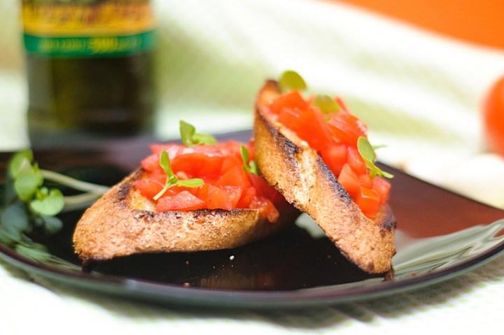 kiss the cook bruschette-cu-rosii-si-busuioc-35