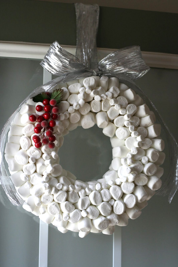 unusal-christmas-wreath-marshmellows