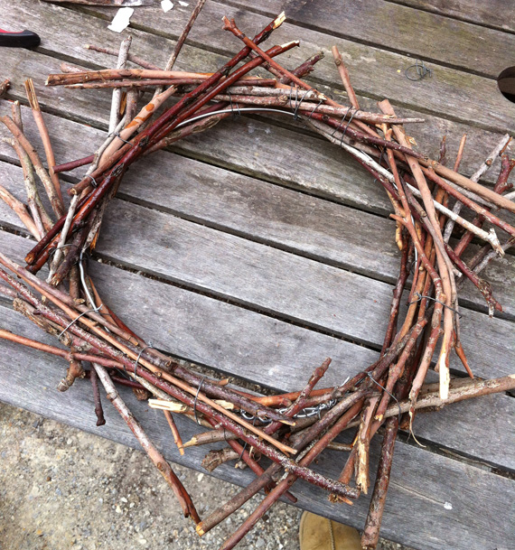 How to make a stick Christmas wreath