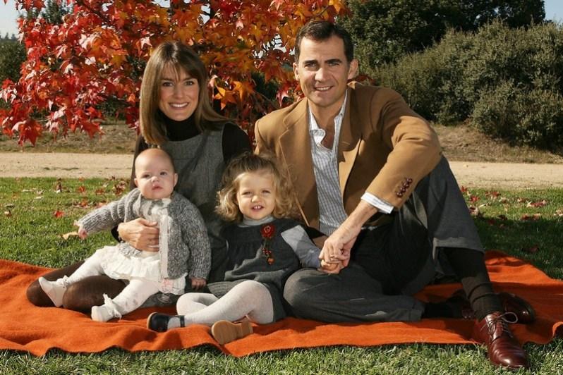 Prinzessin Sofia als Baby mit Königin Letizia, Prinzessin Leonor und König Felipe