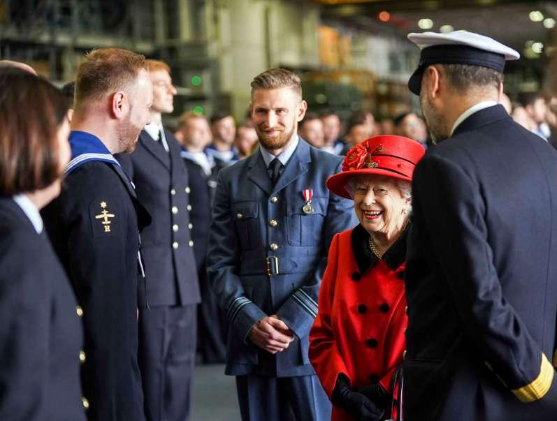 23. Mai: Queen Elizabeth besucht Flugzeugträger
