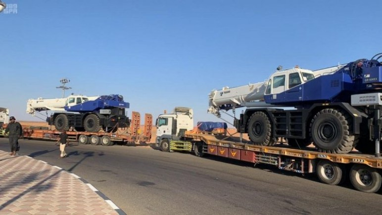 المنحة السعودية لرافعات مينائي عدن والمكلا تعبر من منفذ الوديعة