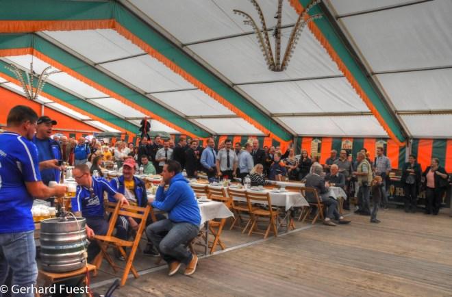 Feier im Zelt