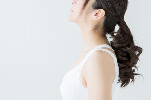 なんで冬になると髪がパサつくの?その原因や対応策を解説!