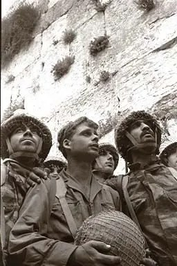 p-soldiers-western-wall-1967-6970323
