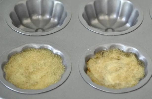sabun herbal tuang dalam cetakan