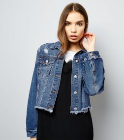 dark-blue-frayed-hem-studded-cropped-denim-jacket
