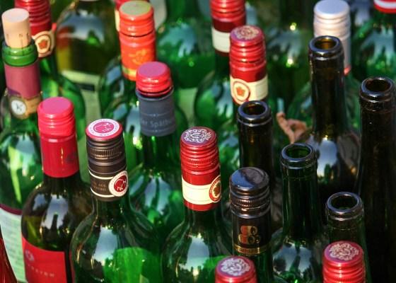 empty glass wine bottles recycling