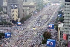 Multitudes acuden a oír la predicación del Vicario de Cristo (Corea, 2014)