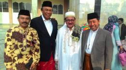 Bersama Muhidin Said (Wakil Ketua Komisi V DPR RI, Prof Zainal Abidin (Rektor IAIN Palu), Mohsen Alidrus (Direktur Pendidikan Diniyah dan Pondok Pesantren Kemenag RI) usai solat Idul Fitri 2015