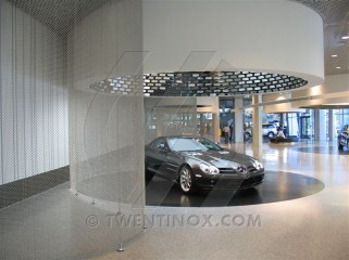 w-mercedes-benz-museum-stuttgart-sierra-papa-large-scheidingswand-separatie-room-divider-raumteiler-2