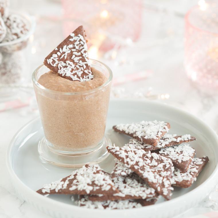 chokladbollschips med choklodbollsdipp av anna winér