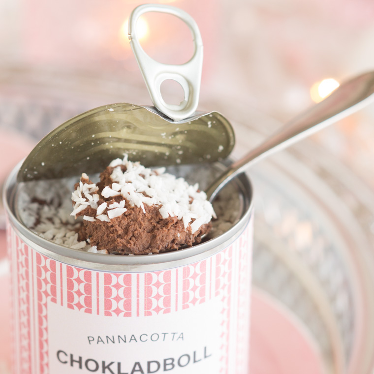 chokladbollspannacotta på konservburk av anna winér