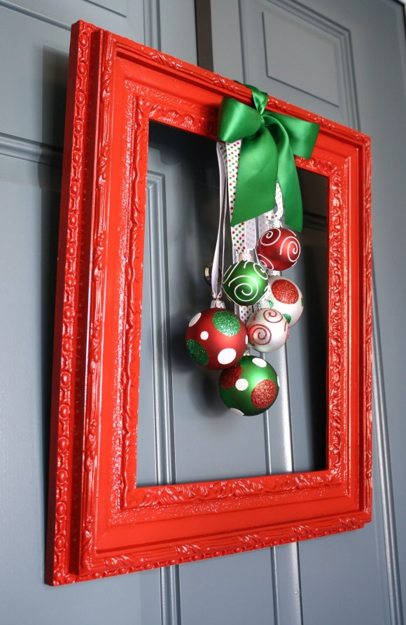 Framed Christmas Wreath | A Diamond in the Stuff