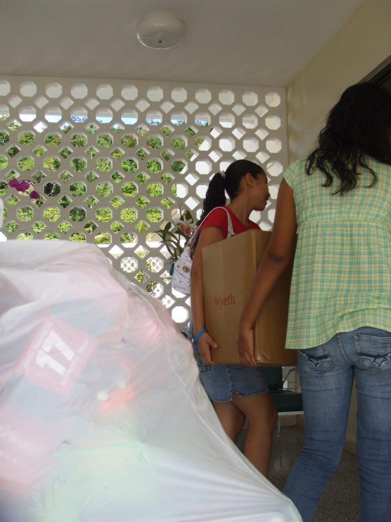 Donacion de Juguetes y Ropa a Hogar Siervas de Maria @ 2007
