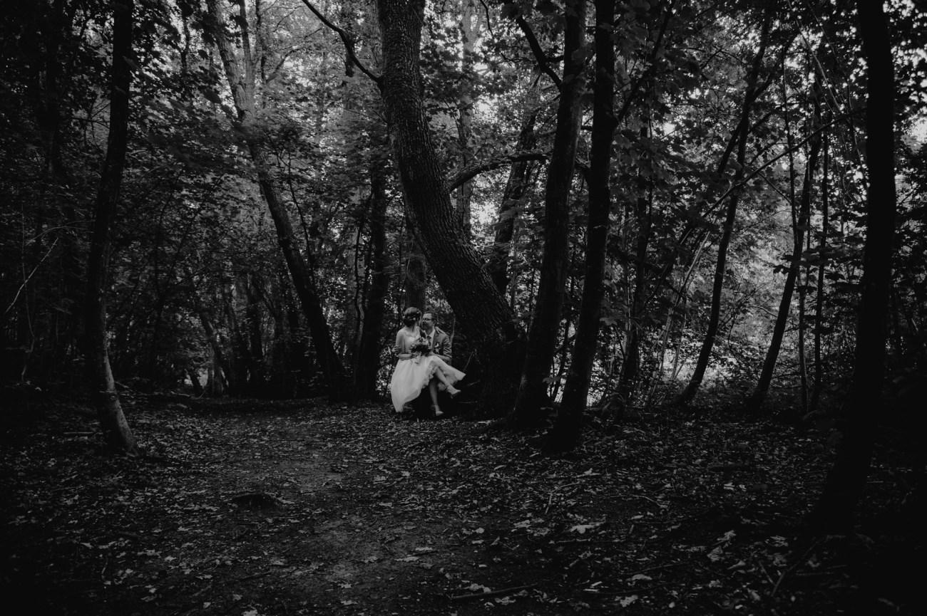 Hochzeit in Hamburg, Brautpaarshooting im Wald
