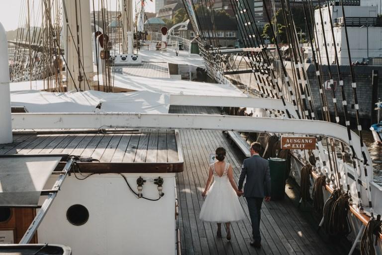 Hochzeit in Hamburg auf dem Segelschiff Rickmer Rickmers im Hamburger Hafen. Brautpaarshooting auf dem Schiff