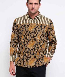 Long sleeves shirt Desain ethnic dalam motif batik Pointed collar, hidden button opening Left chest pocket dan detail button pada bagian lengan Material : Katun prima