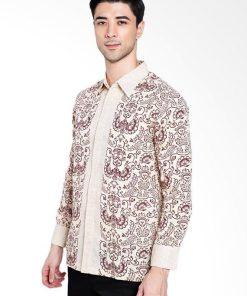 • Long sleeves shirt • Didesain etnik dalam motif batik • Pointed collar, hidden button opening • Detail button of cuffs • Material : Katun Prima