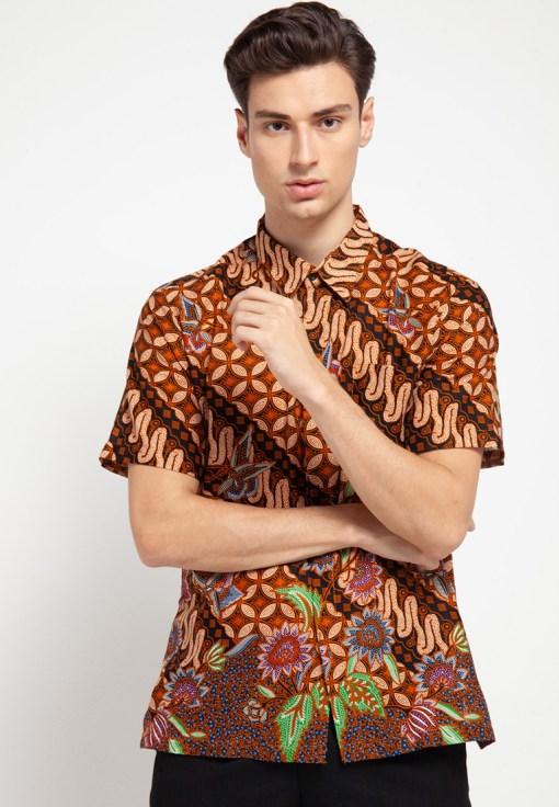 Short sleeve batik Didesain casual Pointed collar, front hidden button opening, dan left front pocket Sangat nyaman saat digunakan Material : Katun dan batik print