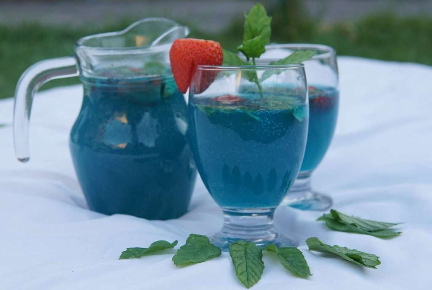 How to make a Apple Blue Lagoon Mocktail