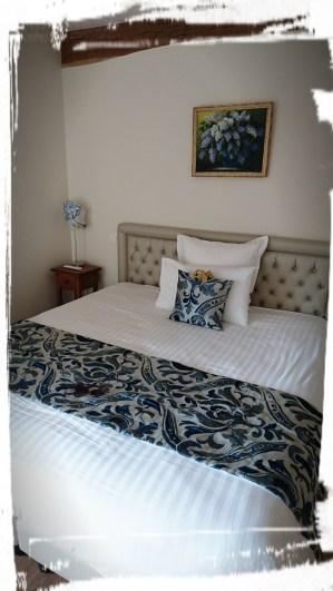 Hortensien-Zimmer mit Bett...