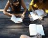 Kumpulan Contoh Kalimat Simple Present Tense Verbal dan Nominal