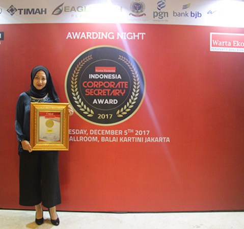 Adira Finance Menerima Penghargaan Indonesia Corporate Secretary Award 2017