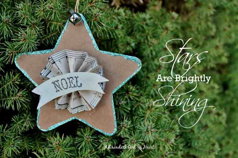 Noel Cardboard Star on Tree