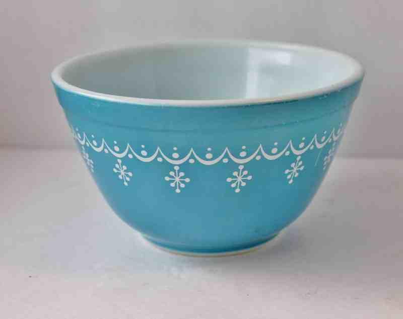Pyrex Snowflake Aqua bowl 1.5 pints #401
