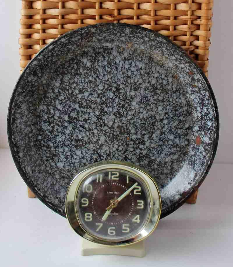 Vintage Enamelware Pie Plate & Big Ben clock