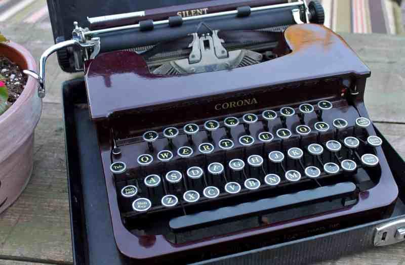 antique smith corona typewriter