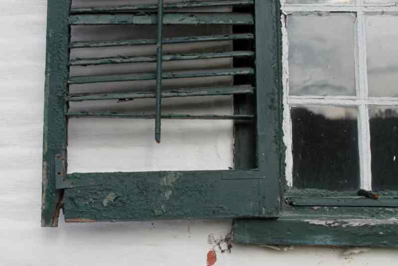 shuttered-window-on-farmhouse-at-mabee-farm-1024x683